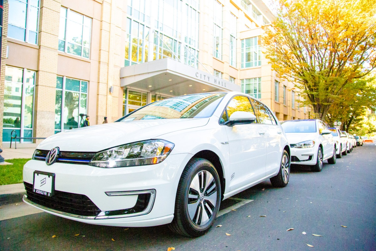 New, massive electric car-sharing program launches in